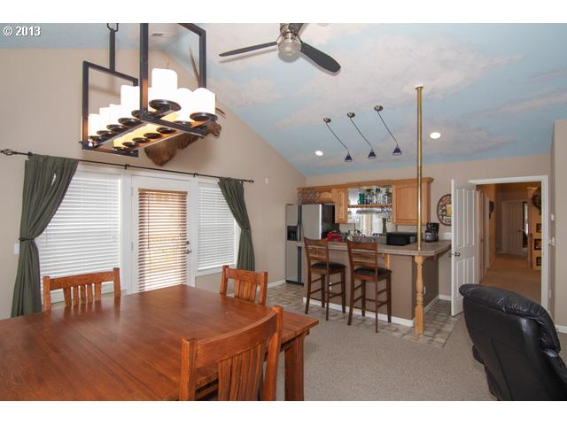 13379858 10 FEATURED LISTING 681 NW Morning View Ct, McMinnville, OR 97128