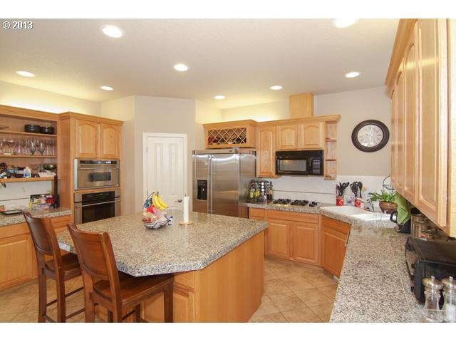13379858 2 FEATURED LISTING 681 NW Morning View Ct, McMinnville, OR 97128