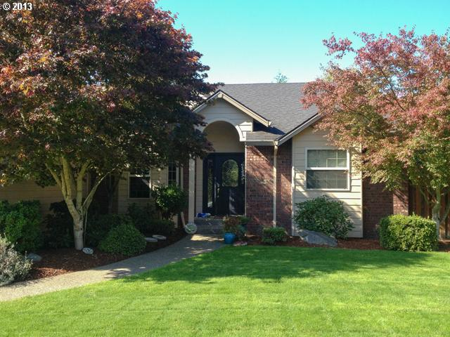 13482818 2 FEATURED LISTING 2571 NW Oak Ridge Dr, McMinnville, Or 97128