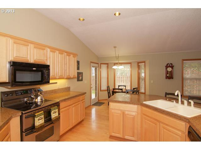 13482818 10 FEATURED LISTING 2571 NW Oak Ridge Dr, McMinnville, Or 97128