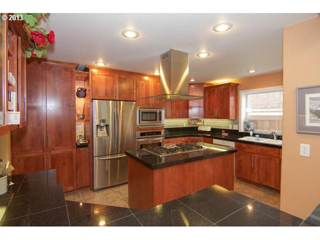 13202141 8 FEATURED LISTING  2400 NW Horizon Dr, McMinnville, OR 97128