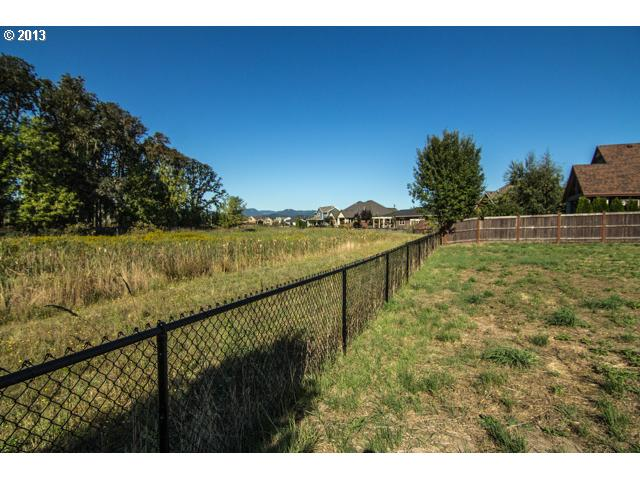 13582239 8 FEATURED LISTING  1658 NW Medinah, McMinnville, OR 97128