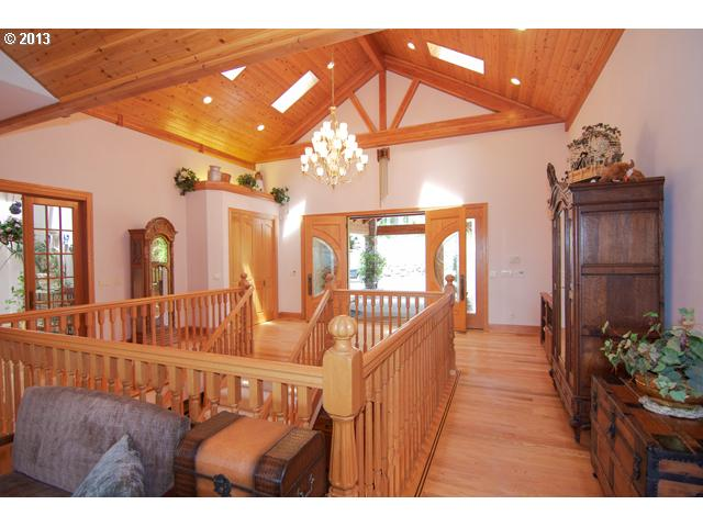 13463762 4 FEATURED LISTING  32520 NE Corral Creek Rd, Newberg, Or 97132