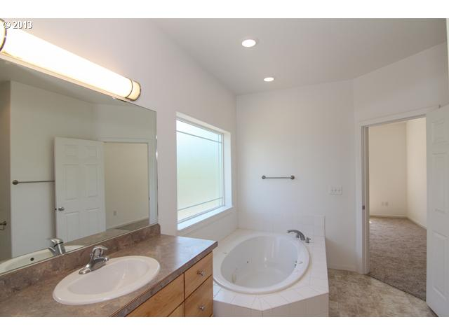 12631882 11 FEATURED LISTING 1800 NE Lucy Belle Dr, McMinnville, Or 97128
