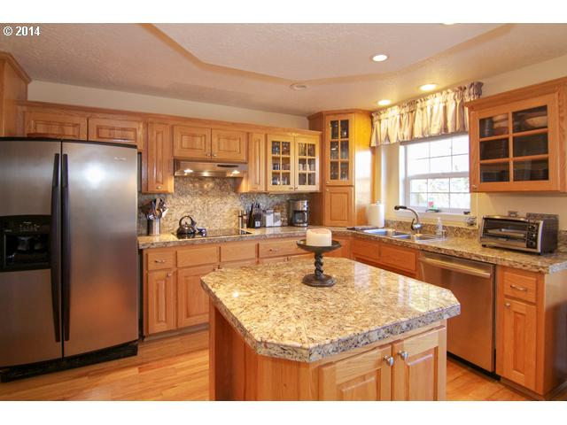 14042921 6 FEATURED LISTING  1259 SW Apperson, McMinnville, OR 97128